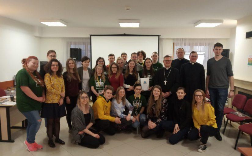Biskup toruński zwizytą naogólnopolskich szkoleniach Liderów Środowiska Młodzieży